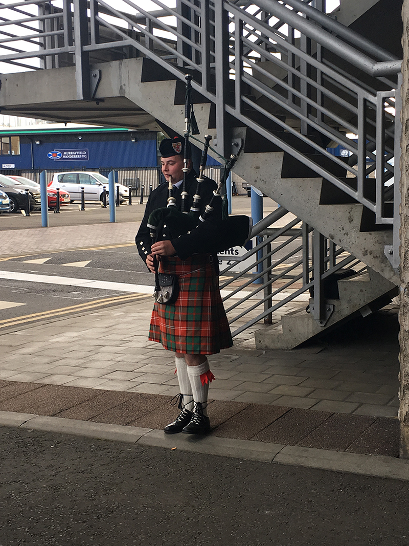 Bagpiper welcome
