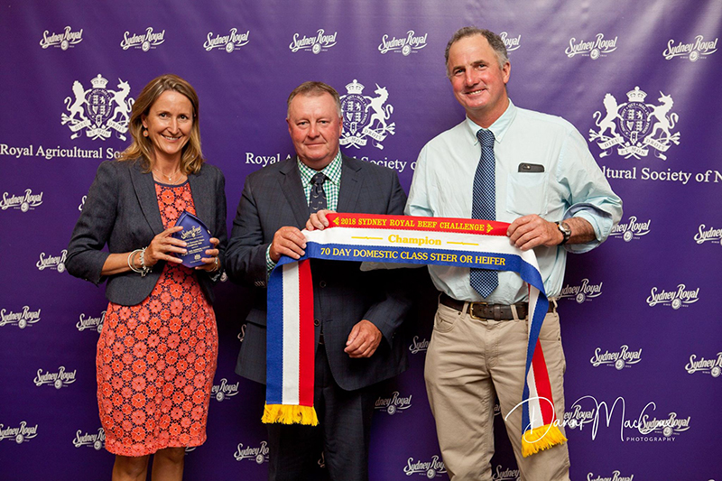 Wendy & Ben Mayne from Texas Angus receiving the 70 Day Domestic Team Champion Team trophy from David Ferguson