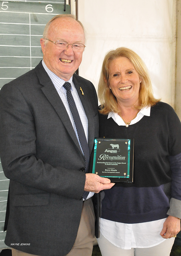 Angus Australia President Libby Creek, presenting a Service Recognition Award to Barry Moyle, for outstanding service to the Angus breed in South Australia, during the Angus judging.